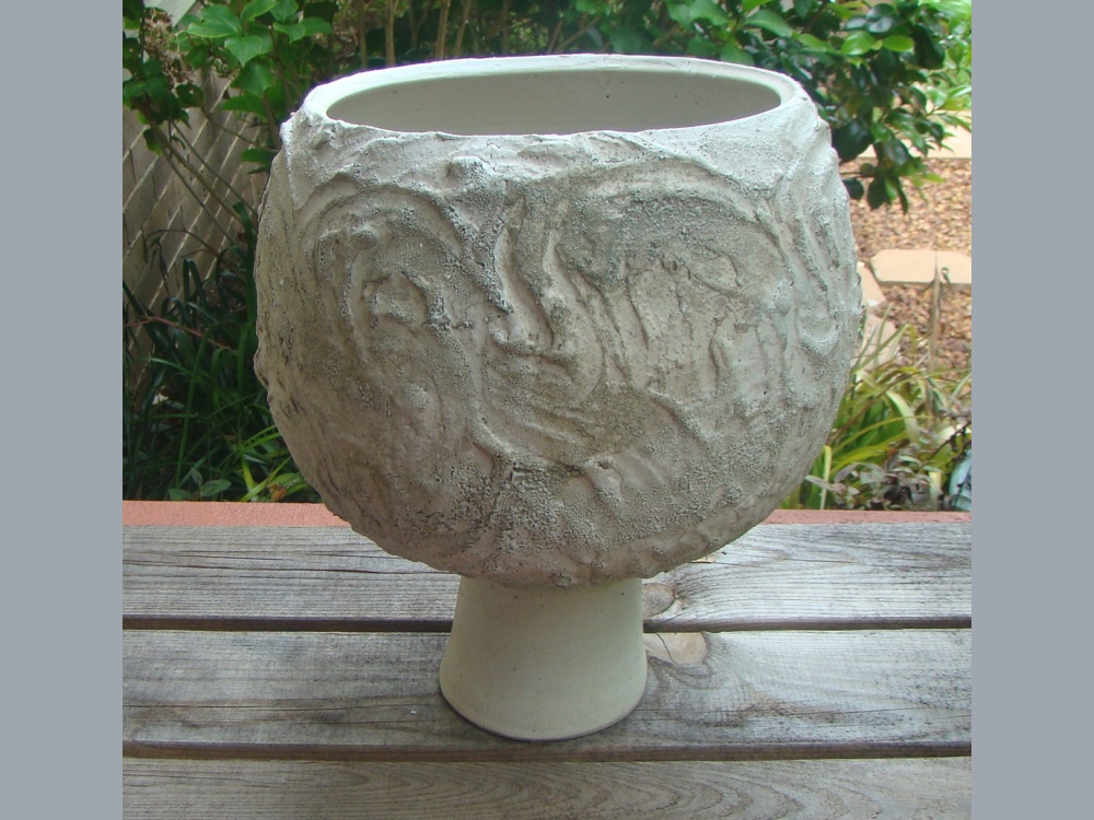 textured-treated-thown-urn