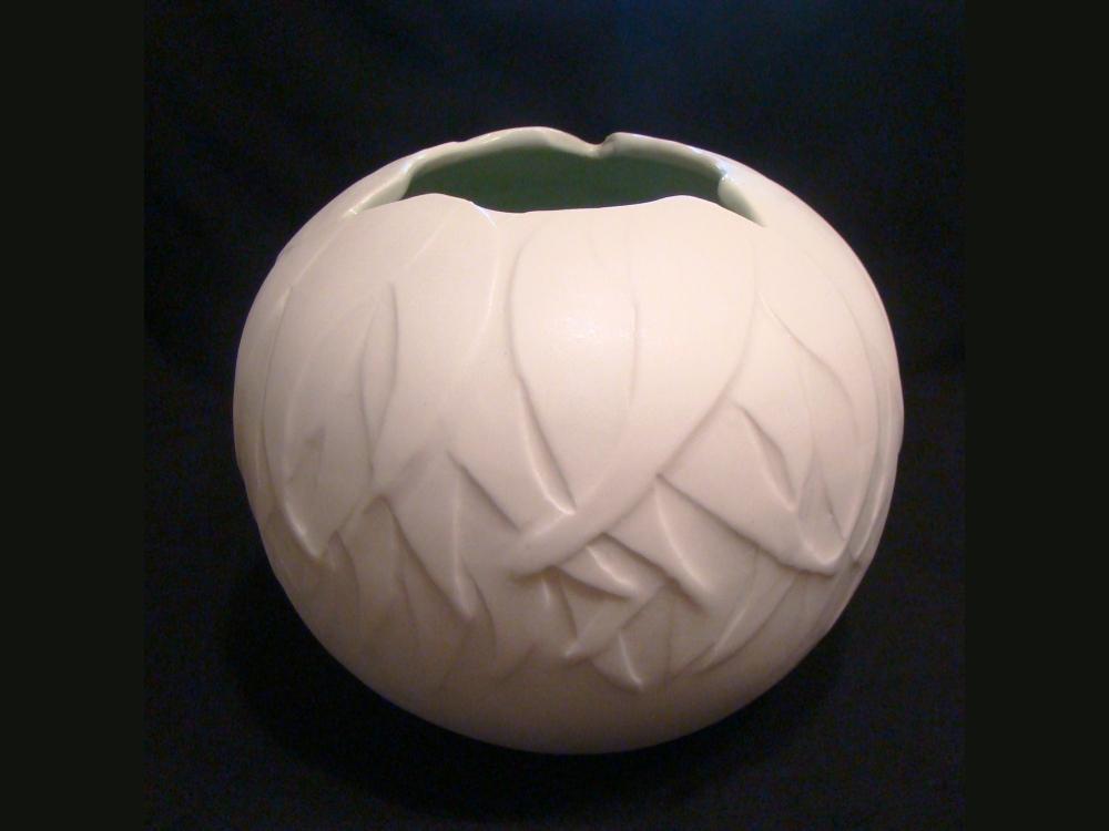 porcelain-gum-leaf-vase