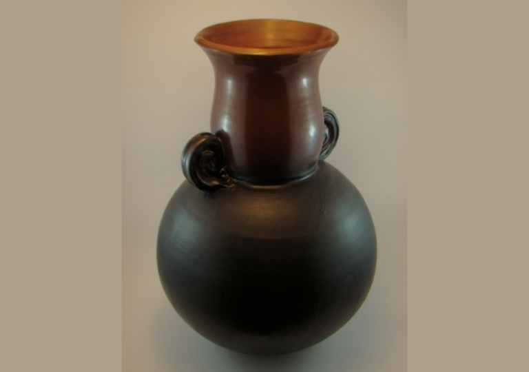stoneware-black-and-red-urn